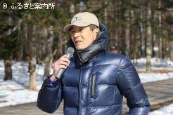公開調教の最後には、岡田繁幸氏から産駒の特徴が語られていた