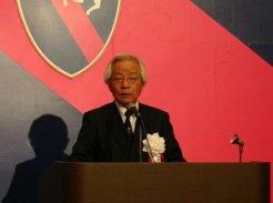 感謝の言葉を述べる松本好雄オーナー