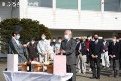 人馬の安全と利用馬の活躍を祈願する大平俊明理事長