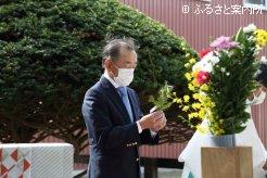 玉串に祈りを込める庄野宏志会長