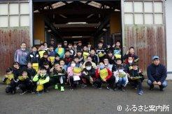 服部牧場を見学した新ひだか町立高静小学校6年生